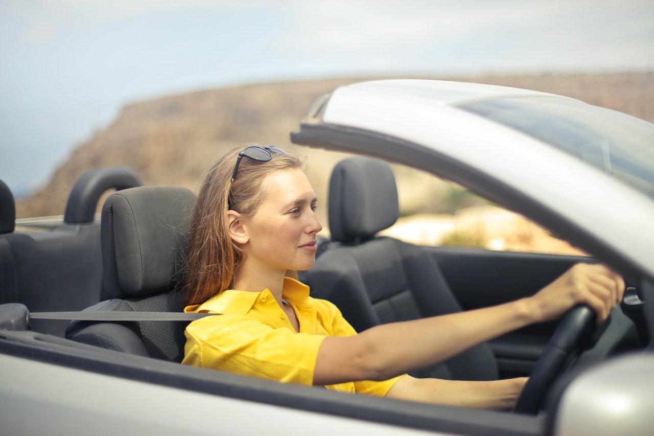 6 dicas de compra de carros para mulheres (Foto de Andrea Piacquadio no Pexels)