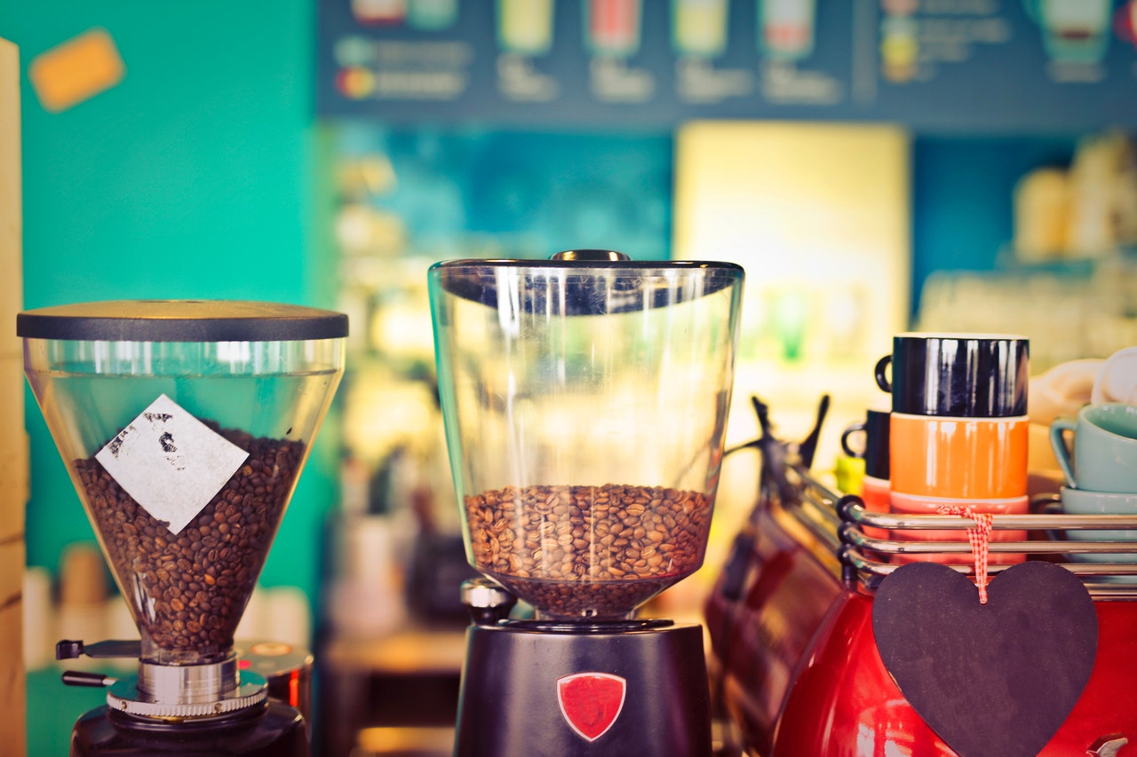 Como escolher a cafeteira certa para você (Foto de Andrea Piacquadio no Pexels)